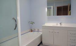 10 Bathroom_372.JPG