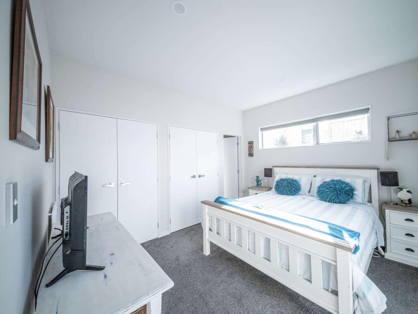 Downstairs Bedroom 5.jpg