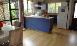 3 Kitchen_360.JPG