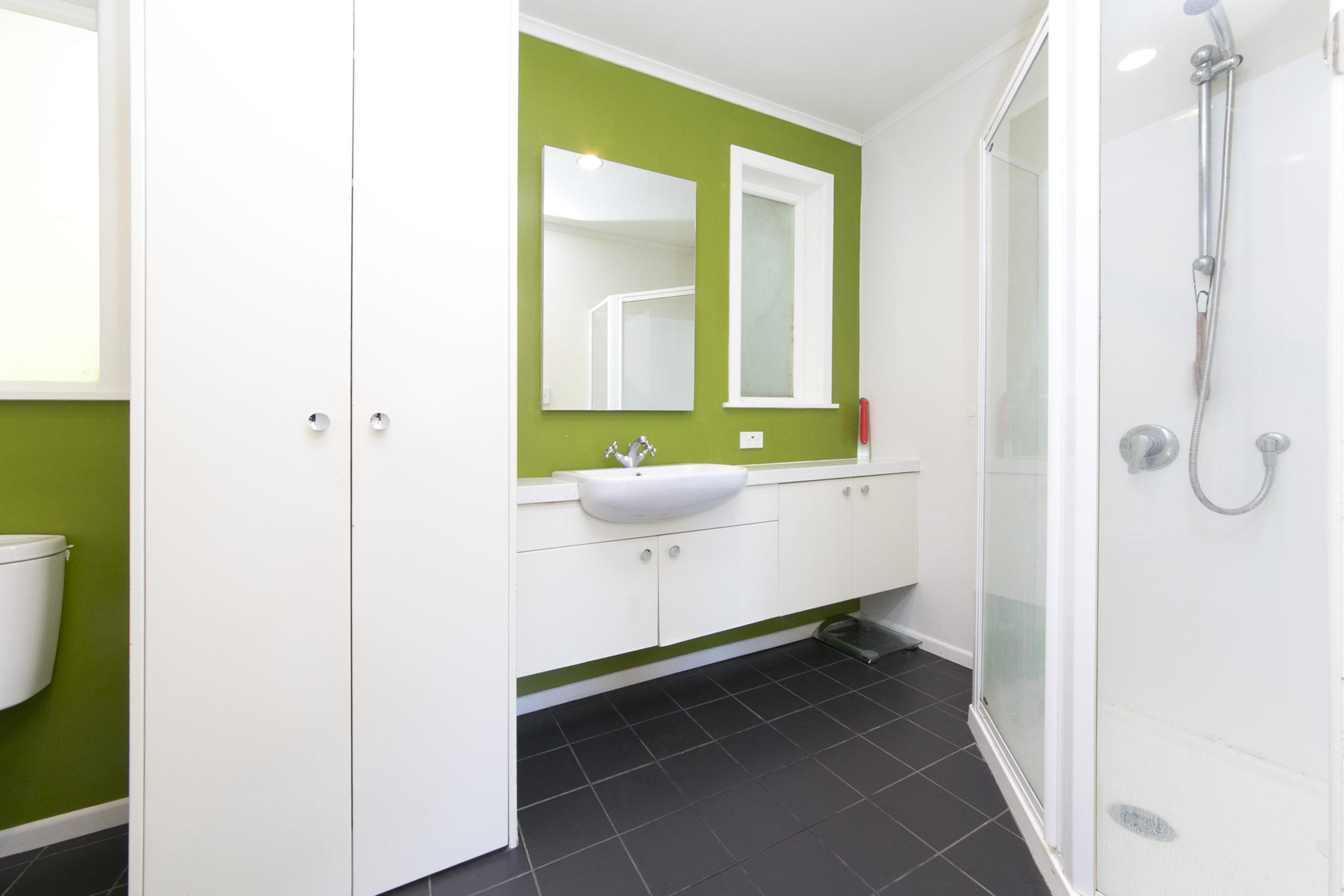 tanekaha bathroom.jpg